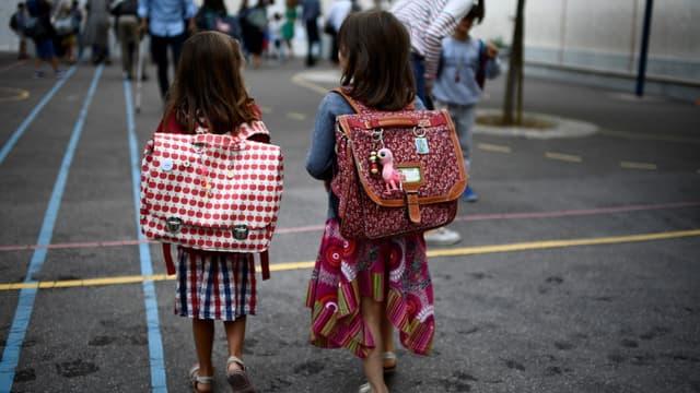 Des enfants dans la cour d'une école parisienne, le 2 septembre 2019.