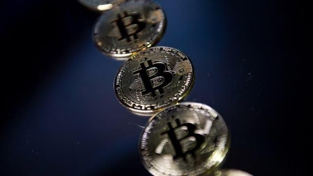 Les toutes premières unités de bitcoin ont été émises le 3 janvier 2009.