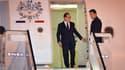 François Hollande à sa descente d'avion dimanche soir à Cuba, lundi matin, heure française