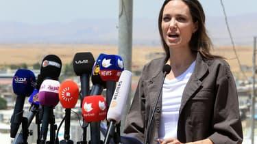 Angelina Jolie envoyée spéciale du Haut Commissariat des Nations unies pour les réfugiés dans le camps de réfugiés de Domiz à Dohouk, en Irak, le 17 juin 2018.