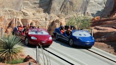 """Les attractions tirées du film d'animation """"Cars"""" sont un grand succès à Disneyland, en Californie."""