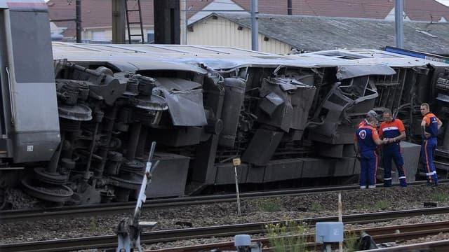 Six personnes ont été tuées et huit grièvement blessées dans le déraillement d'un train Corail Paris-Limoges vendredi après-midi dans la gare à Brétigny-sur-Orge, à une quarantaine de kilomètres au sud de Paris. /Photo prise le 12 juillet 2013/REUTERS/Gon