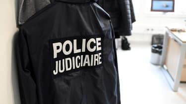 Veste d'un membre de la police judiciaire. (Photo d'illustration)