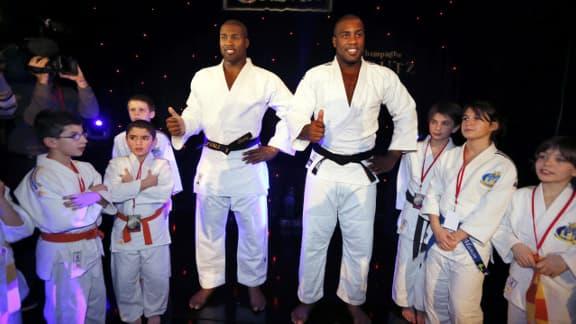 Le judoka Teddy Riner inaugure son double de cire, le 11 février 2013 au musée Grévin à Paris