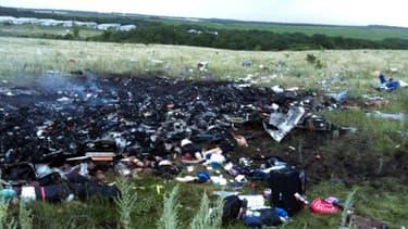 Débris de l'avion malaisien, qui s'est écrasé près de Chakhtarsk, en Ukraine.