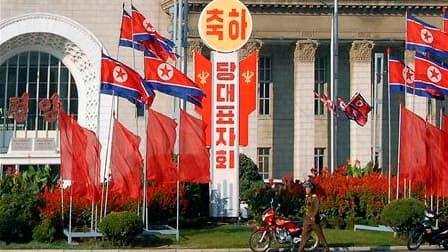 Dans une rue de Pyongyang, dimanche. A quelques heures de l'ouverture de la conférence du parti unique en Corée du Nord, Kim Jong-un, fils du dirigeant nord-coréen Kim Jong-il, a été promu au rang de général, ce qui le conforte dans son statut présumé de
