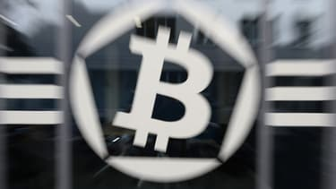 Le bitcoin dépasse pour la 1ère fois les 15.000 dollars.