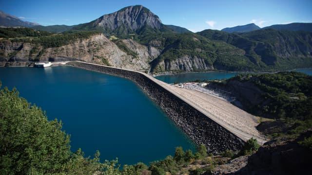 Le barrage de Serre-Ponçon, dans les Hautes-Alpes.