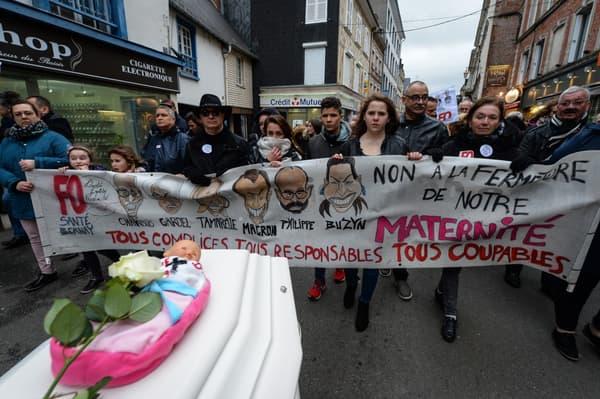 Une manifestation contre la fermeture de la maternité de Bernay, dans l'Eure, en mars 2019