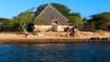 La maison dans laquelle Marie Dedieu a été enlevée samedi soir se situe au bord de la plage, sur l'île de Manda.