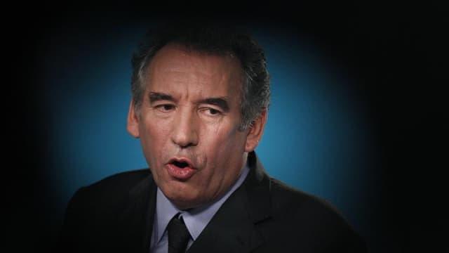 """François Bayrou a apporté lundi son soutien implicite à François Fillon dans la course à la présidence de l'UMP, estimant que l'ancien Premier ministre, contrairement à son rival Jean-François Copé, adoptait une ligne """"responsable"""". /Photo prise le 10 mai"""