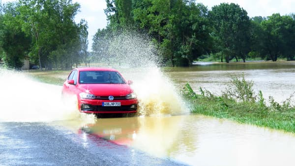 Sur route, en partie inondée lors de notre essai, la Polo montre toutes ses qualités de citadine polyvalente.