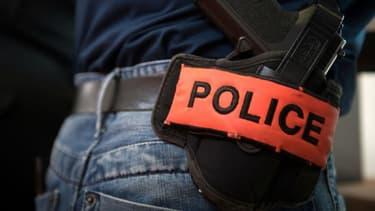 une équipe de la brigade anti-criminalité a interpellé un suspect.