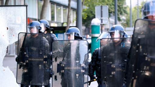 Douze gendarmes et policiers ont été légèrement blessés, samedi, à Paris, lors de la manif pro-Gaza.