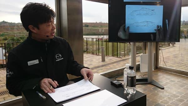 Le chef designer de cette MX-5 RF, Masashi Nakayama, vient de dessiner deux de ses modèles de référence.