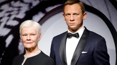 Daniel Craig est le visage de James Bond de Ian Fleming. L'acteur se tient à côté de l'actrice Dame Judi Dench, le 29 octobre 2012.
