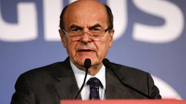 Le chef de file du centre-gauche italien Pier Luigi Bersani a appelé Beppe Grillo, leader du mouvement contestataire 5 Etoiles, à soutenir un gouvernement provisoire afin d'éviter la tenue de nouvelles élections en Italie. /Photo prise le 26 février 2013/