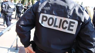 Le policier, dont la tête a heurté violemment le bitume, a été conduit à l'hôpital mais ses jours ne sont pas en danger