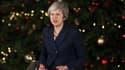 Theresa May devant le 10, Downing Street.