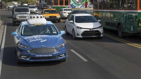 Contrairement à la réglementation californienne, la flotte Ford devrait elle conserver en Floride des superviseurs derrière le volant.