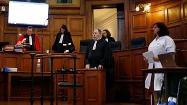 Denis Mannechez (caché, à droite) lors de son procès.