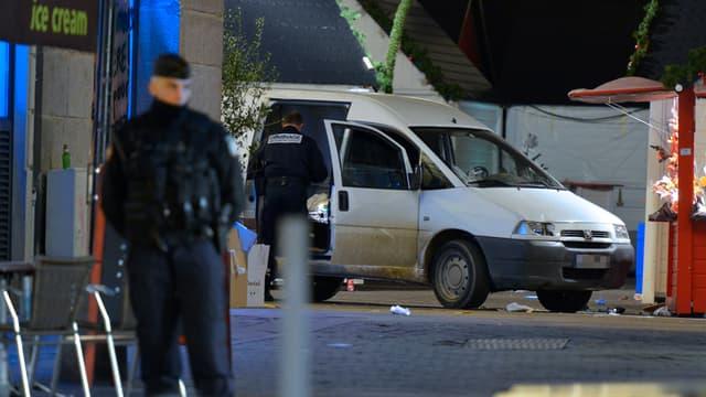 Un individu a foncé sur la foule du marché de Noël de Nantes avec une camionnette, lundi 22 décembre. La veille, des faits similaires s'étaient produits à Dijon.