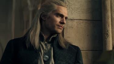 Le chasseur de monstres Geralt de Riv est incarné par l'acteur Henry Cavill