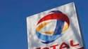 EDF et Total annoncent un accord prévoyant que le groupe pétrolier participera au projet de terminal méthanier de Dunkerque. /Photo d'archives/REUTERS/Stephen Hird
