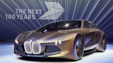 BMW a dévoilé pour son centième anniversaire le 07 mars un concept qui incarne sa vision de l'automobile pour le siècle à venir. Bienvenue au Vision Next 100.