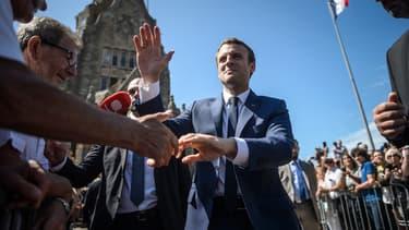 Emmanuel Macron devrait obtenir largement la majorité absolue.