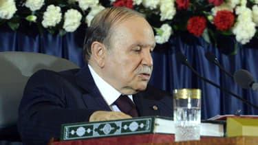 Abdelaziz Bouteflika a prêté serment lundi pour son 4e mandat en Algérie.