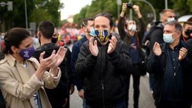 Le chef du parti Podemos (extrême gauche), Pablo Iglesias (au centre), à une manifestation à Madrid le 1er mai 2021.