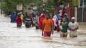 Inondations à Port-au-Prince, la capitale d'Haïti, après le passage d'Issac. La tempête tropicale a balayé Cuba samedi après avoir fait six morts à Haïti et trois disparus en République dominicaine. /Photo prise le 25 août 2012/REUTERS/UN/MINUSTAH/Logan A