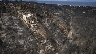 De violents incendies ont ravagé la région de la capitale grecque, prenant au piège de nombreuses personnes