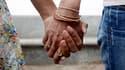 Le Conseil constitutionnel a refusé mercredi de reconnaître le droit aux couples de même sexe de partager l'autorité parentale, renvoyant aux législateurs le délicat problème de l'adoption homosexuelle. /Photo d'archives/REUTERS/Jayanta Shaw