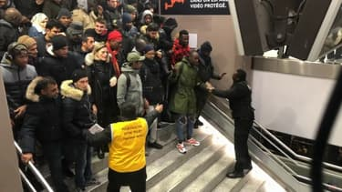 La foule avant l'accès au RER B ce jeudi à la gare du Nord.