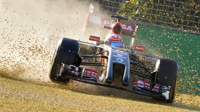 Romain Grosjean au volant de sa voiture Lotus