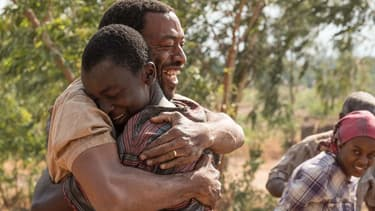 """Chiwetel Ejiofor et Mawell Simba dans """"Le Garçon qui dompta le vent"""""""
