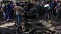 A Sadr City, un quartier chiite de Bagdad, après l'explosion d'une voiture piégée. Plusieurs attentats ont ébranlé dimanche différents quartiers essentiellement chiites de Bagdad, faisant au moins 28 morts et des dizaines de blessés./Photo prise le 17 fév