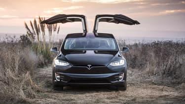 Ce client californien mécontent attend sa Tesla Model X depuis mars 2014.