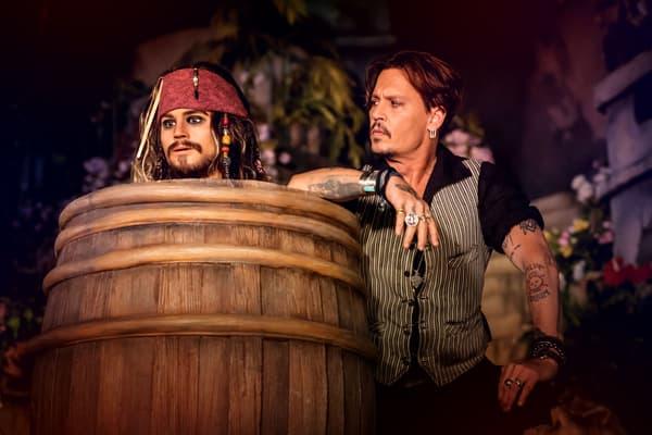 """Johnny Depp a dévoilé une nouvelle scène de l'attraction """"Pirates of the Caribbean"""""""