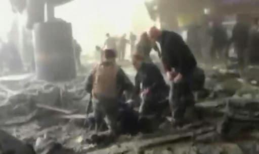 Capture d'écran de la chaîne de télévision RTL TVI montrant l'intérieur de l'aéroport de Bruxelles-Zaventem après l'attentat jihadiste du 22 mars 2016