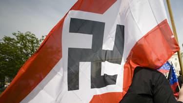 Un drapeau nazi brandi à Washington aux Etats-Unis, le 19 avril 2008. Photo d'illustration