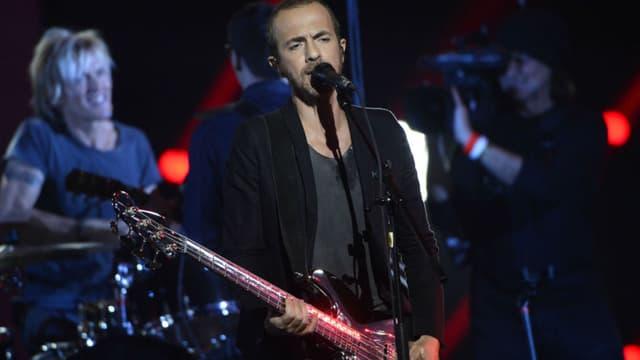 Calogero sur la scène du Zénith de Paris lors des Victoires de la Musique en 2015