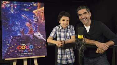 """Ary Abittan et Andrea Santamaria pendant le doublage de """"Coco"""", attendu dans les salles le 29 novembre 2017"""