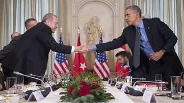 Le président Obama au mois décembre dernier à Paris. Il porte un bracelet connecté Fitbit Surge.