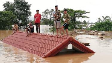 La rupture totale du barrage a libéré 500 millions de tonnes d'eau.