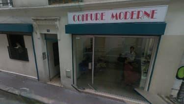 C'est dans ce salon de coiffure du nord de Paris que le jeune homme a été tué.