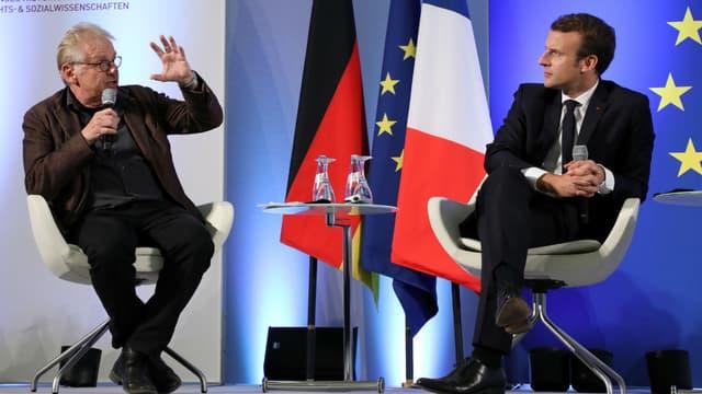 Daniel Cohn-Bendit et Emmanuel Macron lors d'un débat sur l'Europe organisé en Allemagne, le 10 octobre 2017