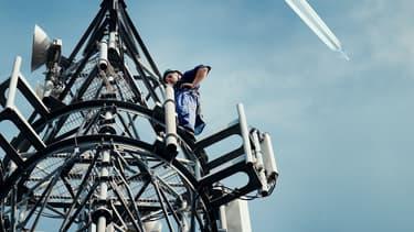 Le réseau EAN fonctionne à la fois avec un satellite et 300 antennes radio 4G installées au sol dans 30 pays européens.